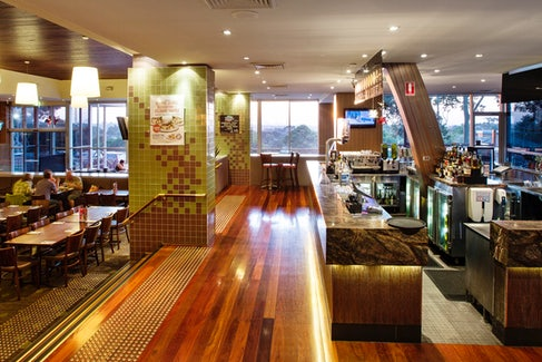 Bar and Bistro at Shoppingtown Hotel