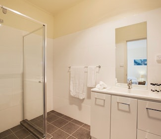 Ensuite Bathroom in Studio King at Nightcap at High Flyer Hotel