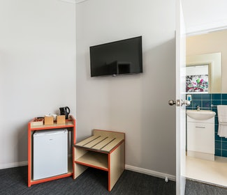 braybrook accommodation economy queen ashley hotel nightcap