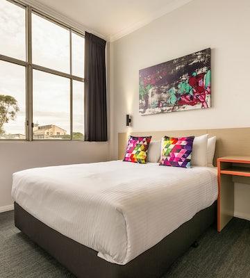 braybrook accommodation economy queen ashley hotel nightcap