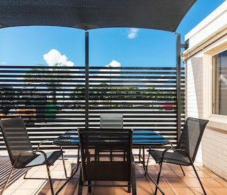 Outdoor Seating Area in Three Bedroom Apartment at Nightcap at Balaclava Hotel