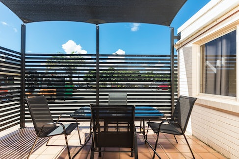 Outdoor Seating in Three Bedroom Apartment at Nightcap at Balaclava Hotel