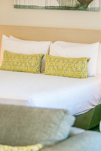 st clair accommodation bedroom feature 1 nightcap at blue cattle dog hotel