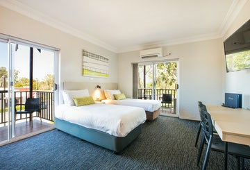 St Clair Accommodation | Family room nightcap at blue cattle dog hotel