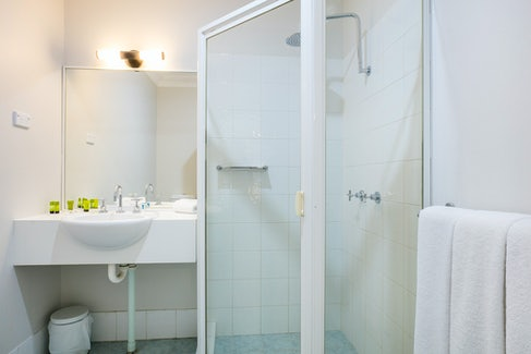 st clair accommodation shower nightcap at blue cattle dog hotel