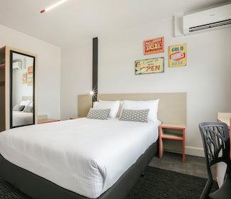 Camp Hill accommodation studio queen bedroom camp hill hotel nightcap