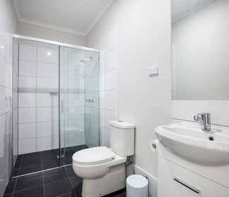 Caringbah Accommodation studio twin queen bathroom Caringbah Hotel Nightcap