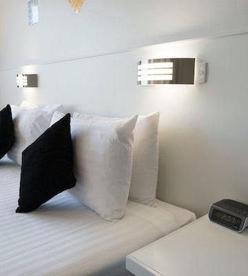 Derwent park accommodation twin bedroom carlyle hotel nightcap