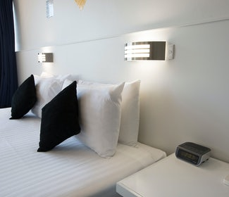 Derwent park accommodation studio king carlyle hotel