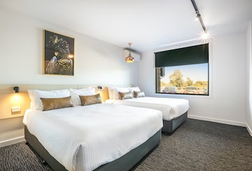 frankston accommodation bedrooms 1 nightcap at cheeky squire