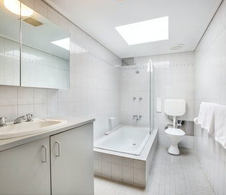 coolaroo accommodation studio king and single bathroom coolaroo hotel nightcap
