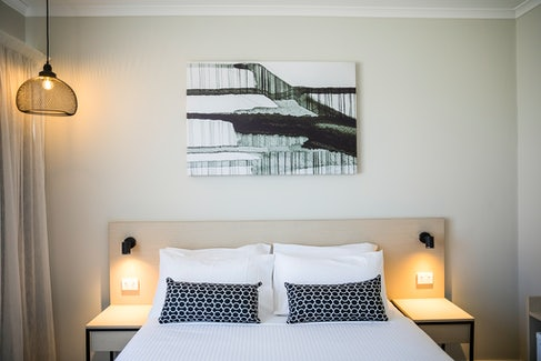woodville north accommodation bedroom feature nightcap at finsbury hotel
