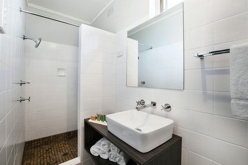 penrith accommodation bathroom nightcap at jamison hotel