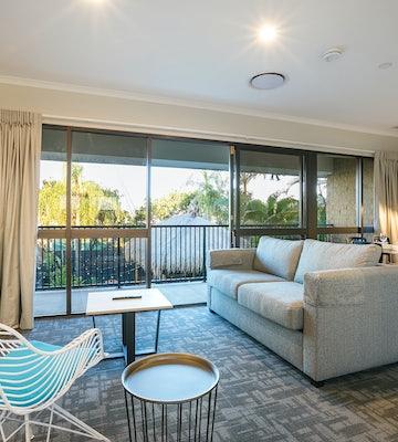 buddina accommodation three bedroom lounge room kawana waters hotel nightcap