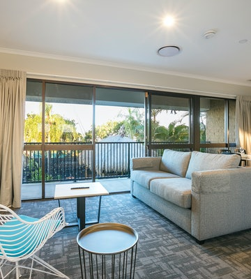 buddina accommodation three bedroom lounge room kawana waters hotel nightcap