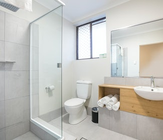 Ensuite Bathroom in Three Bedroom Apartment at Nightcap at Kawana Waters Hotel