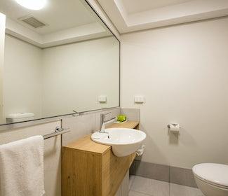 Ensuite Bathroom in Studio Queen and Single at Nightcap at Kawana Waters Hotel