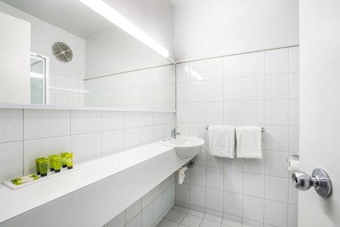 chadstone accommodation bathroom 1 nightcap at matthew fliders hotel