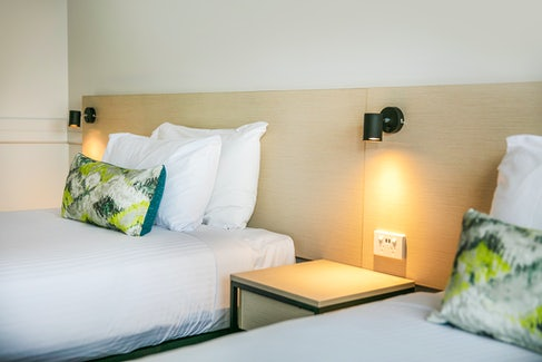 chadstone accommodation bedroom backboard nightcap at matthew fliders hotel