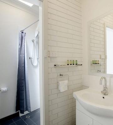 davoren park accommodation bathroom interior 2 | Nightcap at Playford Tavern