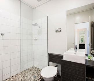 sandringham accommodation studio queen and single bathroom sandringham hotel nightcap