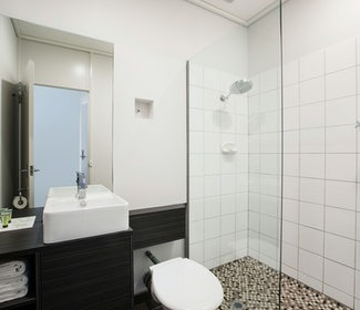 Ensuite Bathroom in Studio Queen and Single at Nightcap at Sandringham Hotel