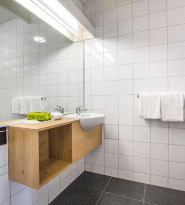 seaford accommodation bathroom alternative view 1 nightcap at seaford hotel