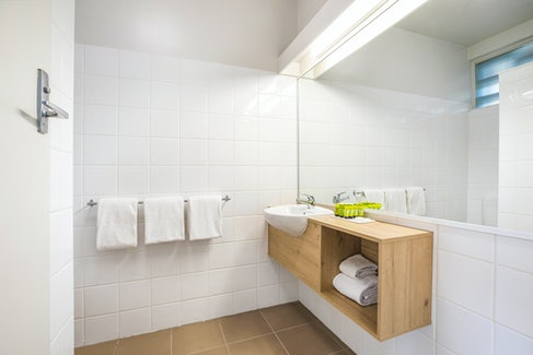seaford accommodation bathroom interior side view nightcap at seaford hotel