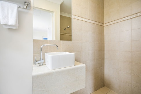 Ensuite Bathroom in One Bedroom Apartment at Nightcap at the Ship Inn
