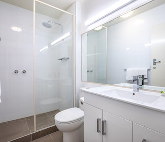 Ensuite Bathroom in Studio Queen and Single at Nightcap at Shoppingtown Hotel