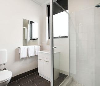 st albans accommodation studio king bathroom st albans hotel nightcap