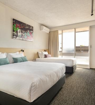 Springvale accommodation studio queen and single waltzing matilda hotel nightcap