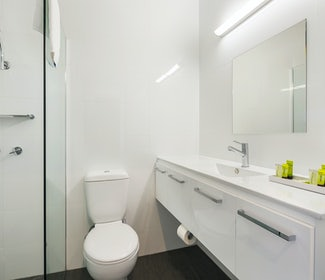 Springvale accommodation studio family bathroom waltzing matilda hotel nightcap