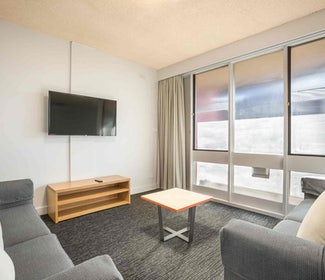 Springvale accommodation four bedroom waltzing matilda hotel nightcap