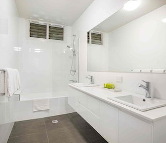 Springvale accommodation studio family bathroom waltzing matilda hotel nightcap