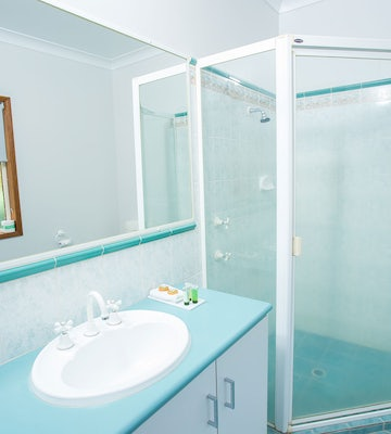 toowoomba accommodation bathroom interior view 3 nightcap at federal hotel