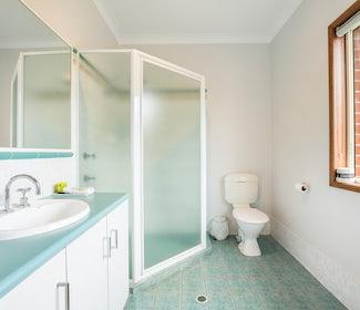 Ensuite Bathroom in Three Bedroom Apartment at Nightcap at Federal Hotel