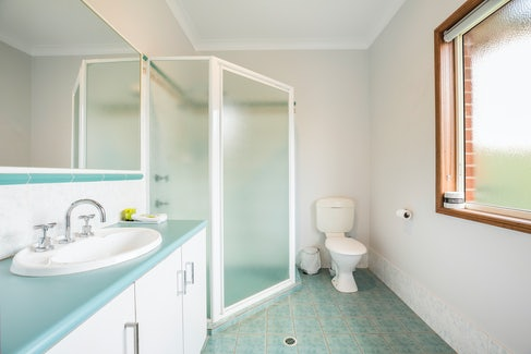 Ensuite Bathroom in Three Bedroom Apartment at Nightcap at Federal Hotel