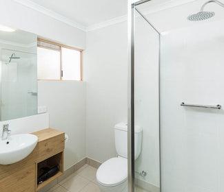 nightcap at balaclava hotel earlville studio queen and single bathroom