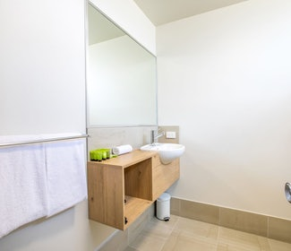Ensuite Bathroom in Studio Queen and Single at Nightcap at Westside Hotel