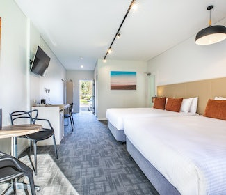 Mount Evelyn accommodation studio twin queen main room view nightcap at York on lilydale