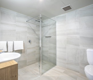 Mount Evelyn accommodation studio twin queen bathroom nightcap at York on lilydale