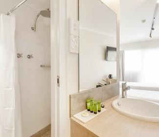 Ensuite Bathroom in Studio Twin Single at Nightcap at Findon Hotel