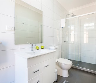 Ensuite Bathroom in Compact Double at Nightcap at Regents Park Hotel