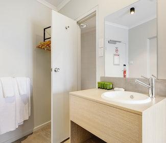 Ensuite Bathroom in Studio Queen at Nightcap at Findon Hotel
