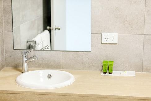 Ensuite Bathroom in Studio Apartment at Nightcap at Findon Hotel