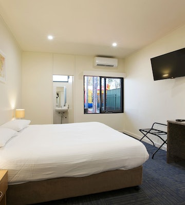 condell park accommodation bedroom side view nightcap at high flyer hotel