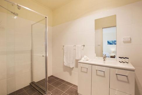 condell park accommodation bathroom 3 nightcap at high flyer hotel