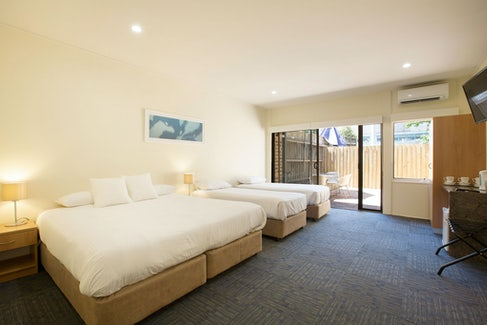 condell park accommodation bedroom angle 1 nightcap at high flyer hotel