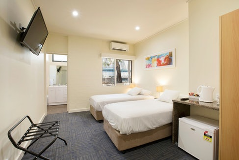 condell park accommodation bedroom long view nightcap at high flyer hotel
